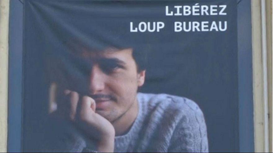 Türkiye'de serbest bırakılan gazeteci Loup Bureau Paris'e döndü
