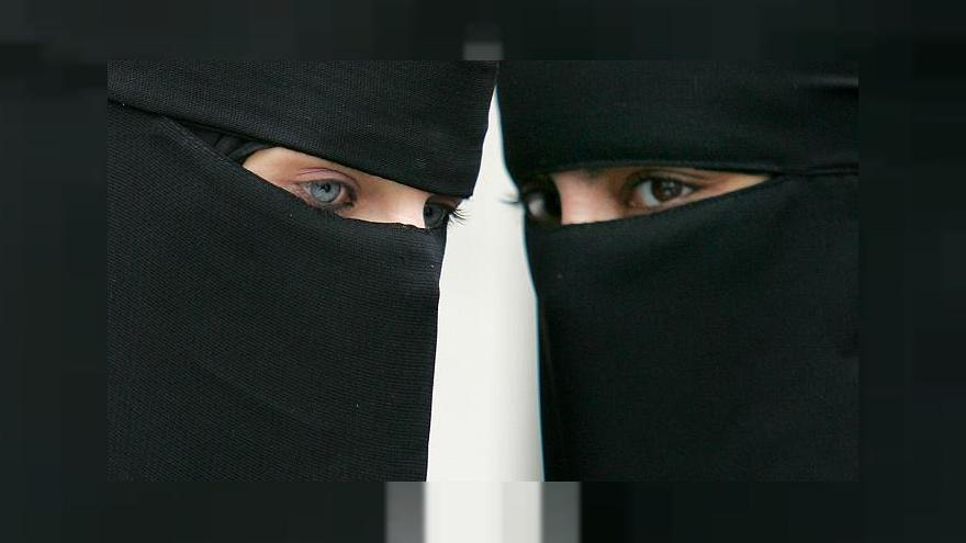 في بروكسل.. خلع النقاب أو الترحيل