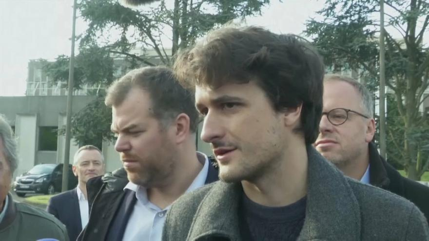 Freed journalist arrives back in France