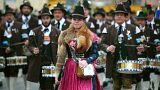 La sfilata d'apertura della Oktoberfest a Monaco di Baviera