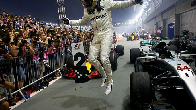Formula 1 Singapur ayağını Hamilton kazandı