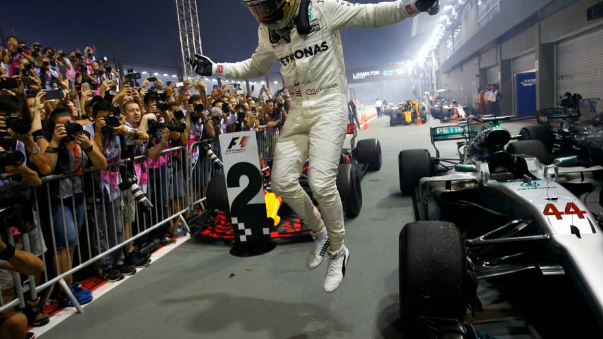 Formel 1: Hamilton siegt in Singapur - Vettel früh raus