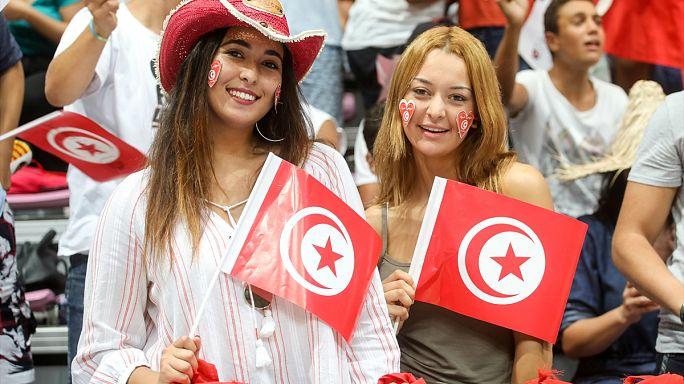 Tunuslu kadınlar artık Müslüman olmayan erkeklerle evlenebilecek