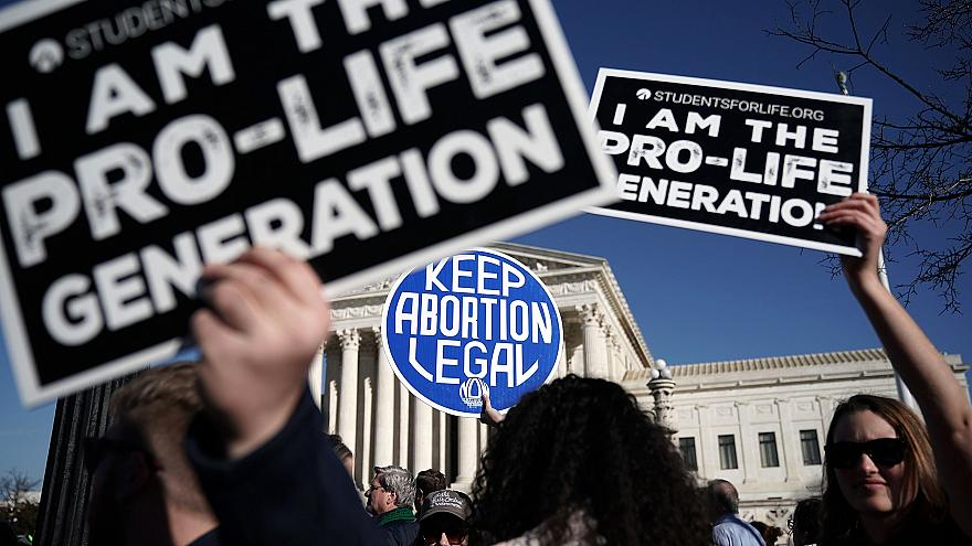 Image: Pro-life and pro-choice activists during the March for Life in front