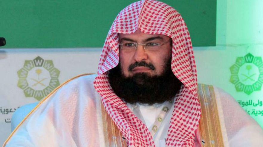 إمام الحرم المكي يشيد بترامب ويؤكد ان السعودية وأمريكا تقودان العالم للاستقرار والسلام
