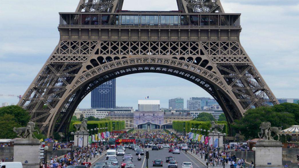 Parigi, Tour Eiffel: il muro anti-terrorismo da 20 milioni di euro