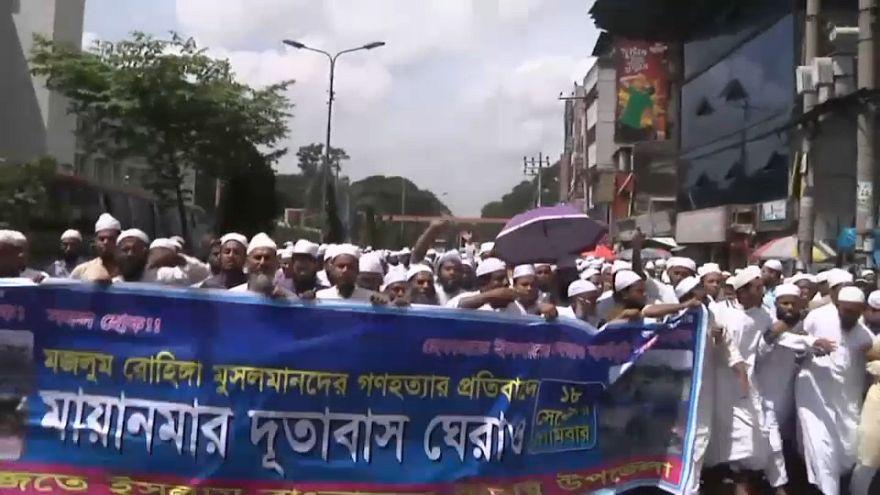 الآلاف من المسلمين في بنغلاديش يطالبون بوقف ابادة الروهينغا