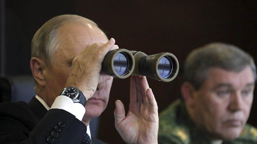 بوتين يشرف على عمليات إنزال جوي هي الأقوى منذ 2013