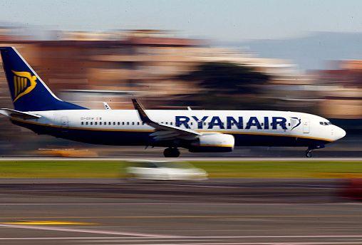 A Redação de Bruxelas: Comissão Europeia defende passageiros da Ryanair