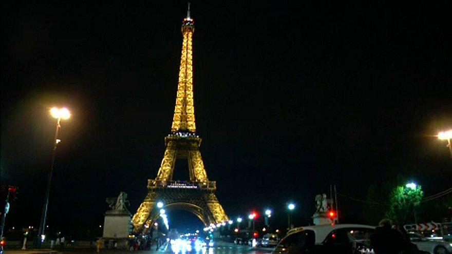 Golyóálló üveg az Eiffel-toronynál