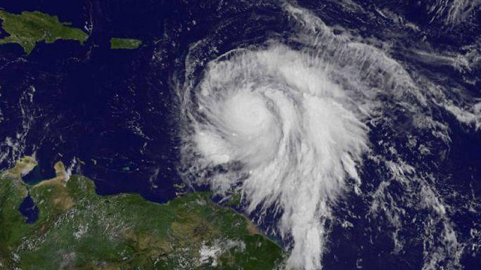 الإعصار ماريا يقترب من جزر العذراء
