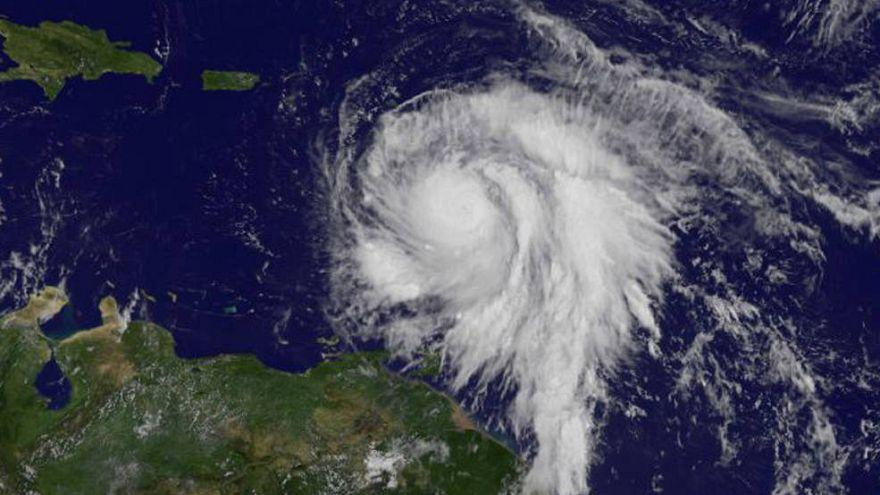 Huracán María sube a categoría 5 y amenaza Puerto Rico