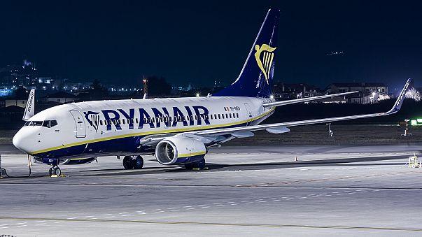 Ryanair: Feltesszük a kezünket, bocsánat, akinek jár fizetünk