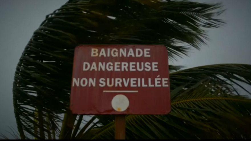 L'ouragan Maria déferle sur les Antilles françaises