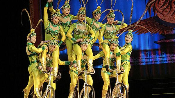 Chinese acrobatics competition held in Penglai