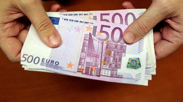 الشرطة السويسرية تحقق في سبب انسداد المراحيض بالنقود