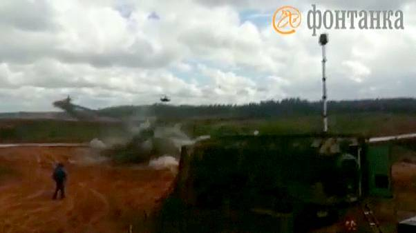 [Video] Un helicóptero ruso dispara al público durante un ejercicio militar