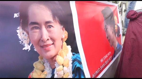 Διαδήλωση υπέρ της Αούνγκ Σαν Σου Κι