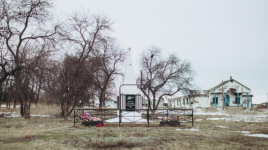 Image: An abandoned Soviet-era House of Culture and a World War II monument