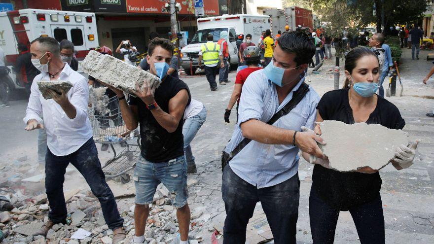 Más de 200 muertos en un terremoto de 7,1 en México DF