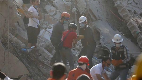Túlélők után kutatnak a mexikói földrengés után
