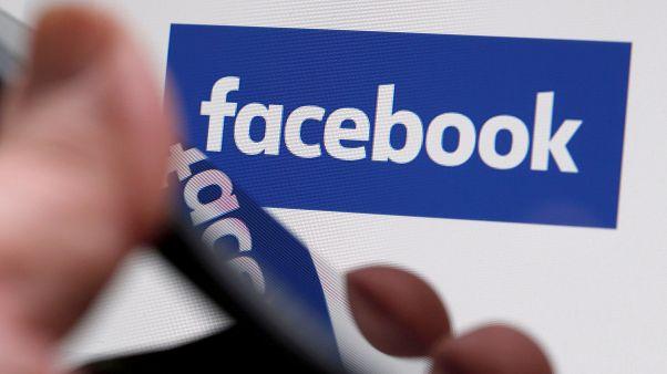 """""""فيسبوك"""" يعتبر متمردي الروهينغا """"جماعة خطيرة"""" ويحذف منشوراتهم"""