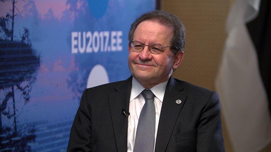 """Vitor Constancio: """"Presto si vedranno finalmente gli effetti positivi dell'euro"""""""