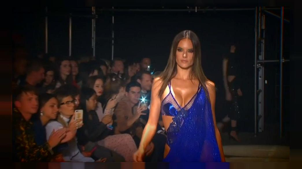 Alessandra Ambrosio hechiza en la 'London Fashion Week'