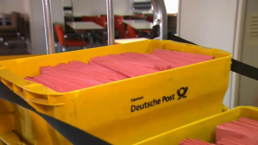 Merkel gets ahead of the pack by targetting postal voters