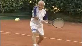 «Βιονικός» τενίστας ετών 93!