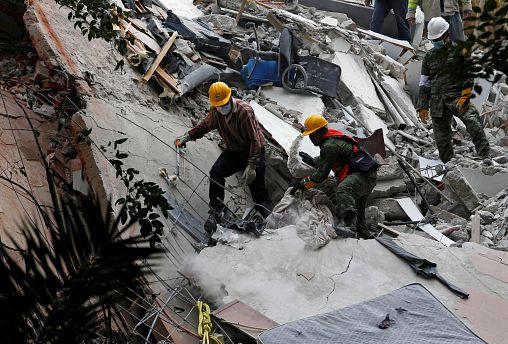 Μεξικό: 225 νεκροί - Μάχη με τον χρόνο για επιζώντες στα ερείπια
