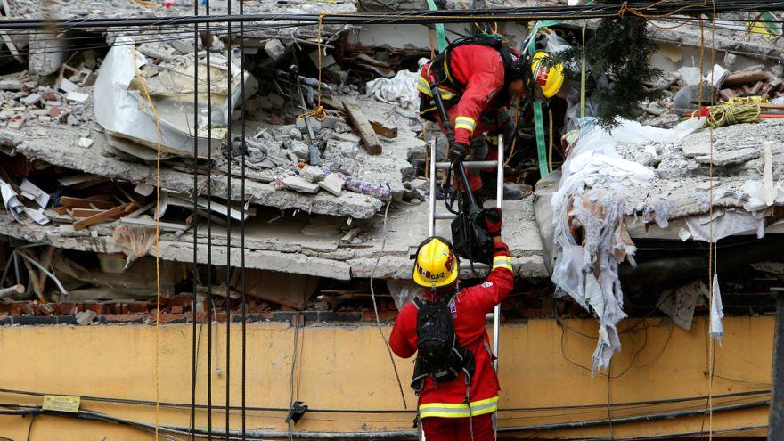 México busca entre los escombros a supervivientes del terremoto