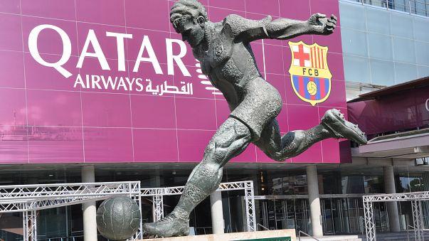"""نادي برشلونة الإسباني يدخل """"الحلبة السياسية"""" ويدين اعتقالات كتالونيا"""