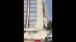 شاهد لحظة سقوط بناية في زلزال مكسيكو