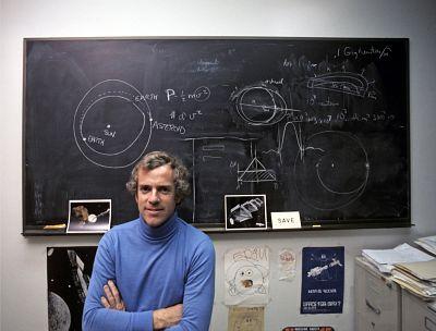 Physicist Gerard O\'Neill, in 1977.