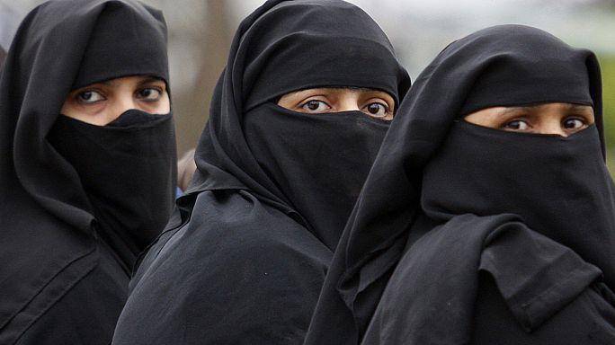 النساء في مدرجات الاستاد للمرة الاولى بالسعودية