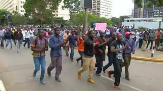 Au Kenya, des partisants de l'opposition et du pouvoir manifestent devant la Cour Suprême [no comment]