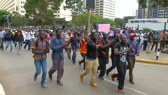 Kenya: Opposition, ruling party supporters protest at the Supreme Court [no comment]