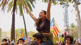 كاتالونيا تتحدى حملة إسبانيا لوأد استفتاء الانفصال