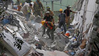 Rescates dramáticos en la capital mexicana