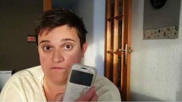 شرطة دبي تقوم بتوصيل هاتف مفقود إلى صاحبته في اسبانيا