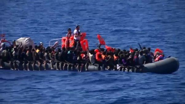 Libia: naufragio di un barcone, cento migranti dispersi