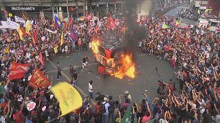 Milhares assinalam lei marcial de Marcos em 1972