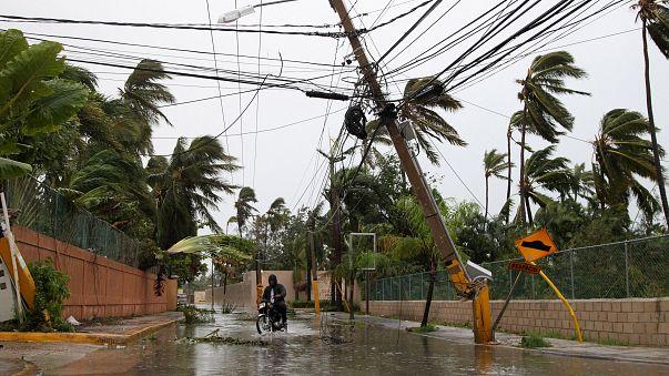 """ارتفاع حصيلة ضحايا إعصار """"ماريا"""" ودمار في البنى التحتية"""