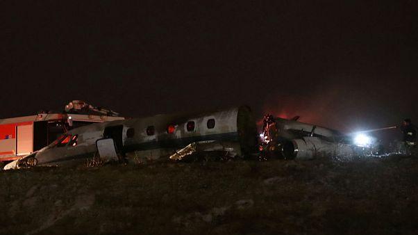 Atatürk Havalimanı'na acil iniş yapan özel jet alev aldı: 4 yaralı