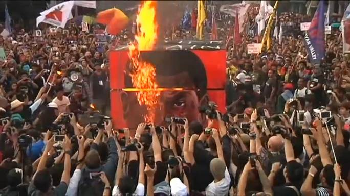 Rival rallies in Philippines as protesters denounce 'dictator' Duterte
