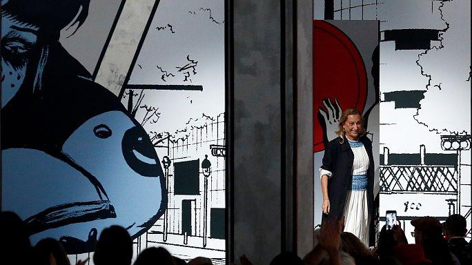 Semana da Moda de Milão traz malas da Fendi pela mão
