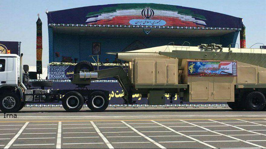 إيران تتحدى ترامب وتكشف عن صاروخ باليستي مداه 2000 كيلومتر