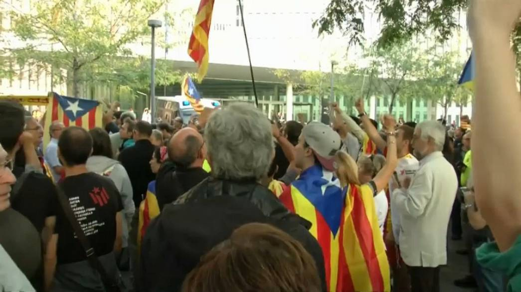 Extra police sent to stop Catalan referendum
