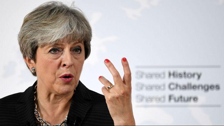 """May da Firenze: """"Brexit, poi un periodo di transizione fino al 2021"""""""